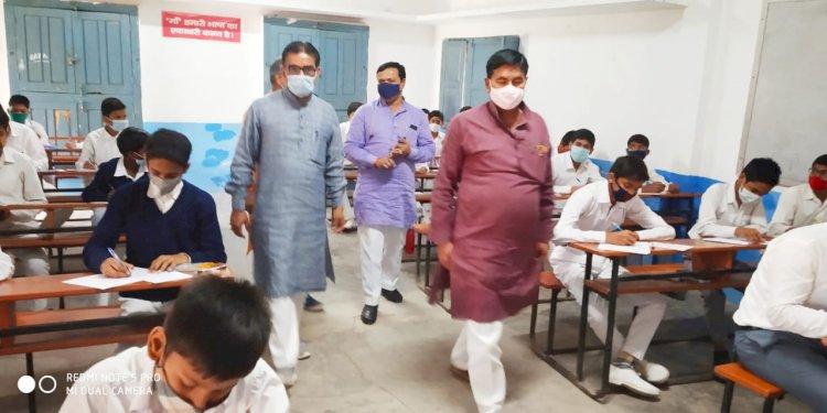 बलिया : नागाजी स. वि. मं. माल्देपुर में प्रदेश निरीक्षक जी ने किया वार्षिक परीक्षा का निरीक्षण