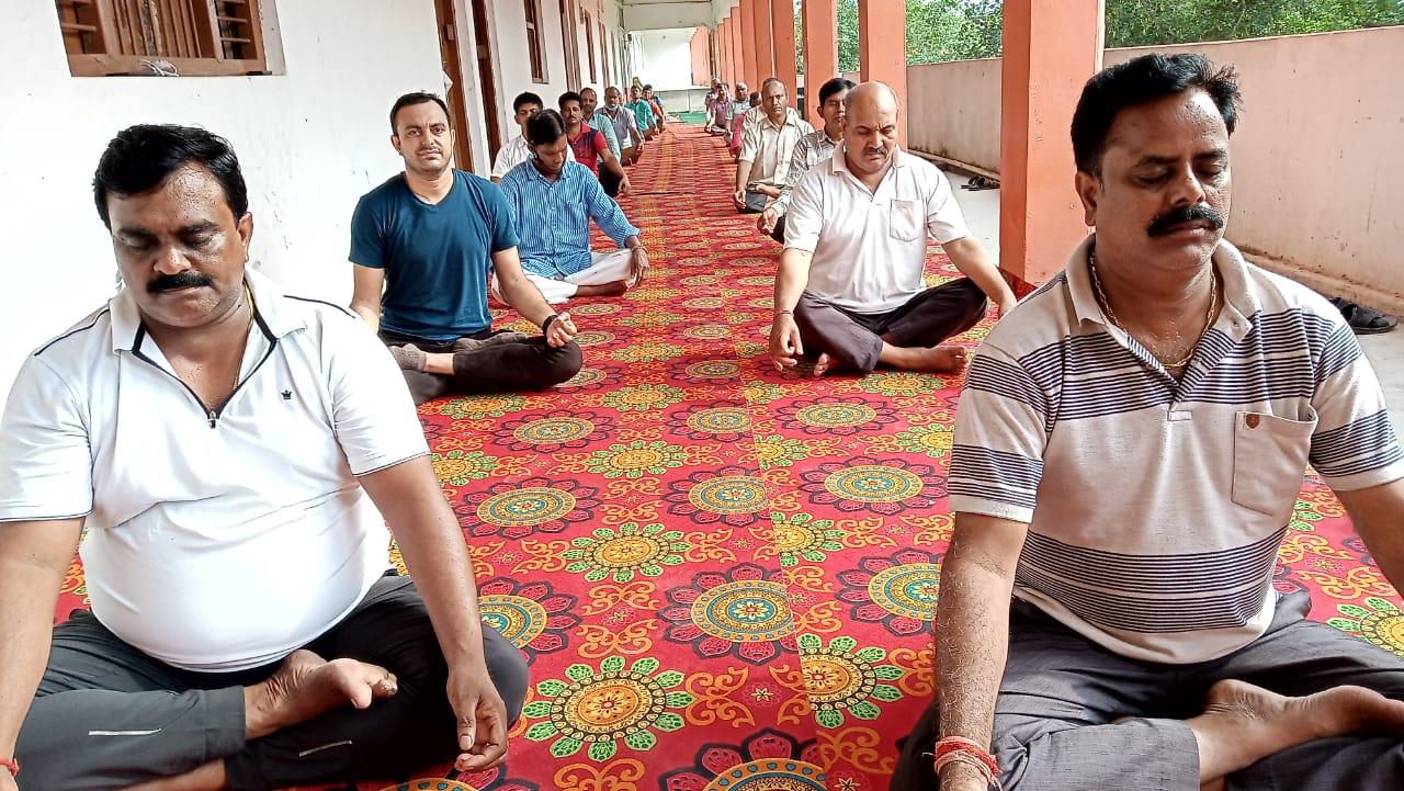 आजमगढ़ : स. वि. मं. इं. कॉ. लालगंज में मनाया गया 7वां अंतरराष्ट्रीय योग दिवस