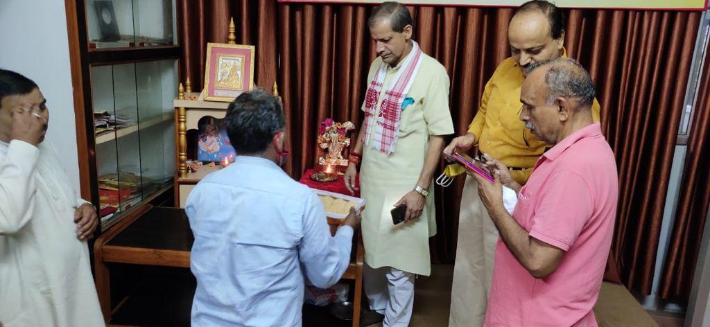 लखनऊ : शतघंटात्मकं शिव पञ्चाक्षर मन्त्र सजीव प्रसारण कार्यक्रम का मा. हेमचन्द्र जी ने किया शुभारंभ